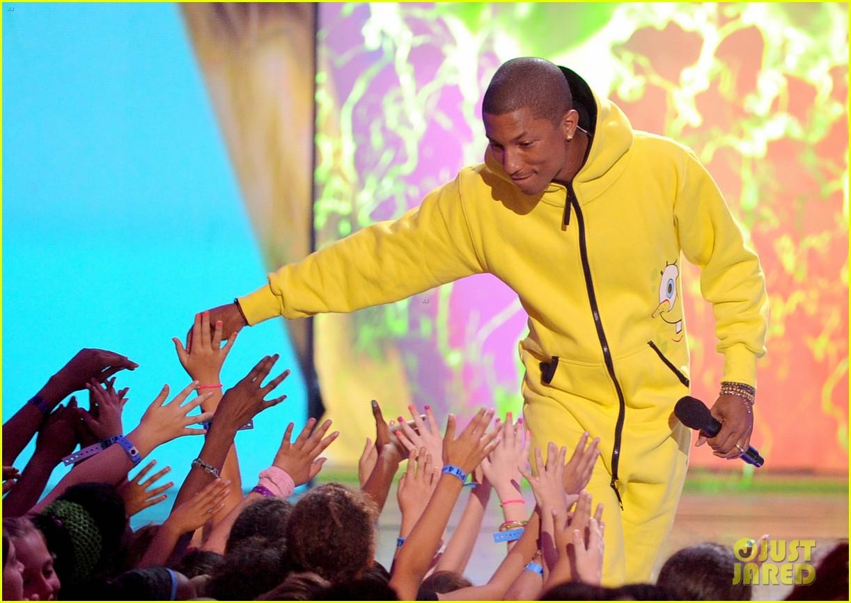 pharrell williams slimed kids choice awards 2014 033081288