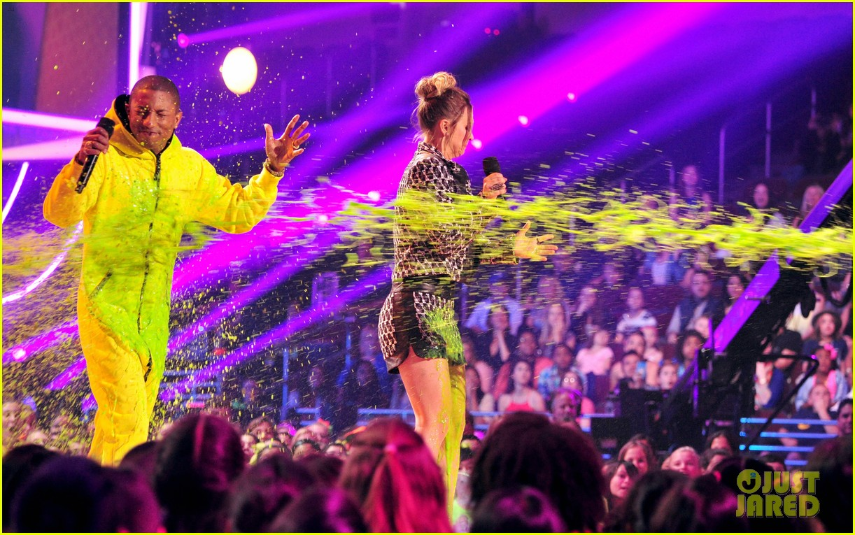 pharrell williams slimed kids choice awards 2014 053081290