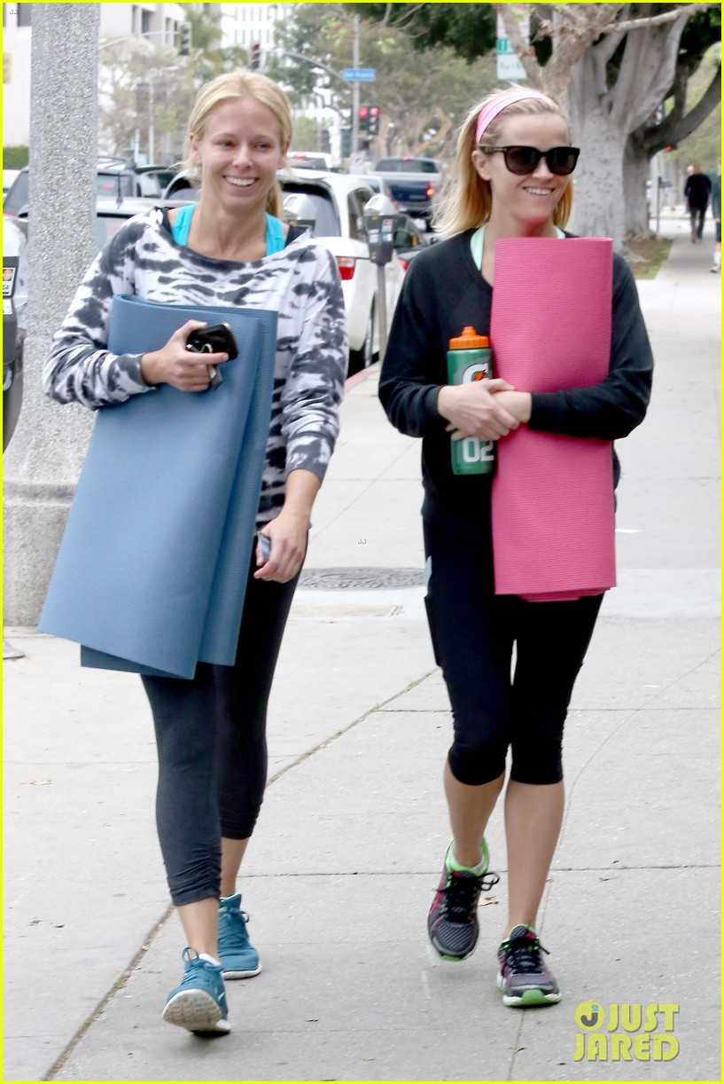 reese witherspoon naomi watts yoga partners 063079136