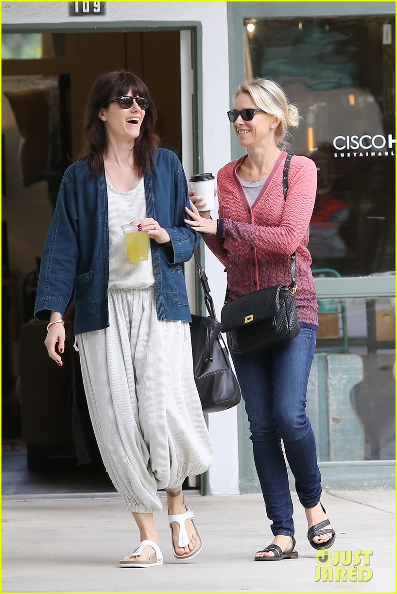 reese witherspoon naomi watts yoga partners 11