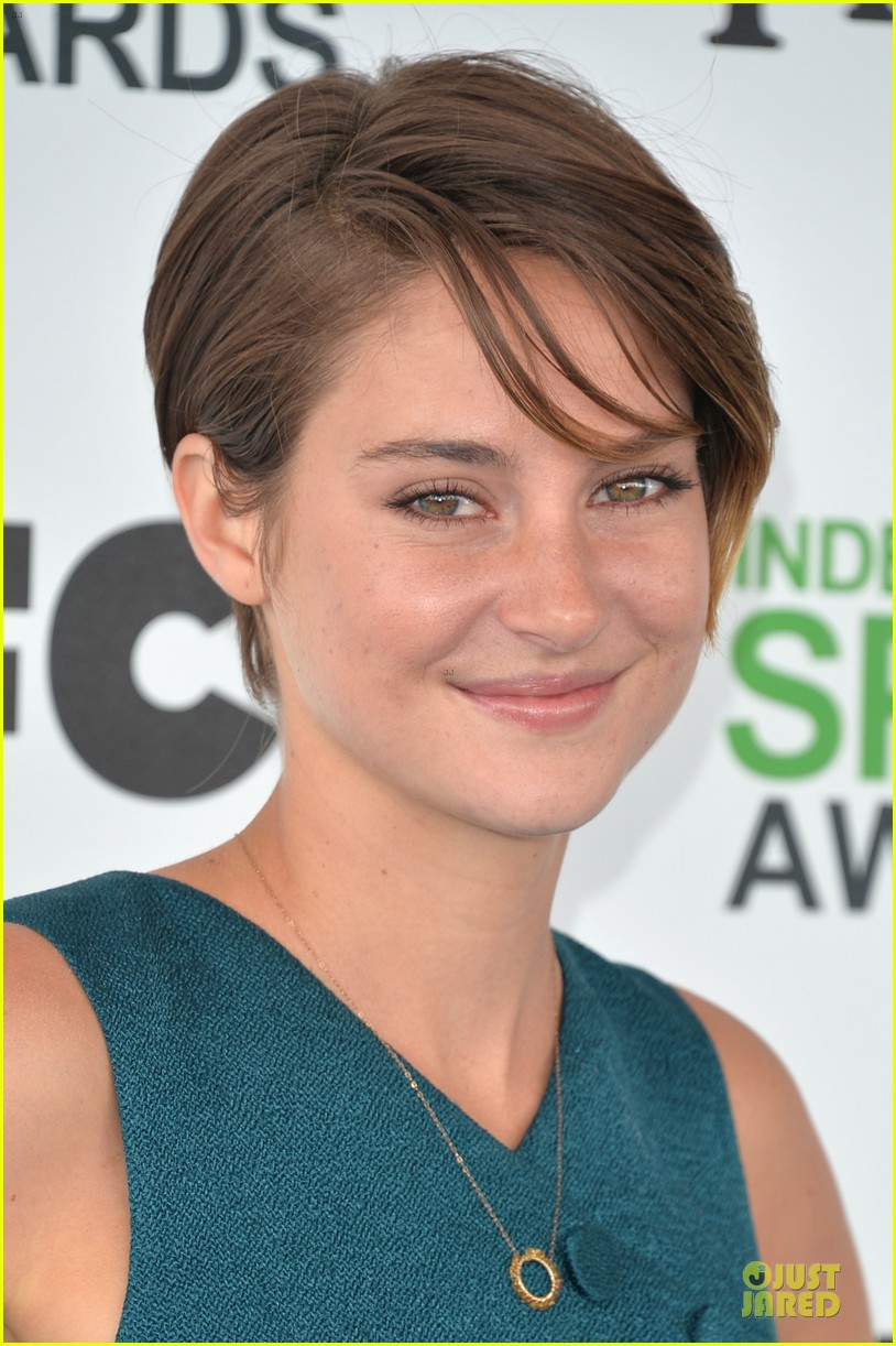 shailene woodley hangs loose with her midriff at independent spirit awards 06