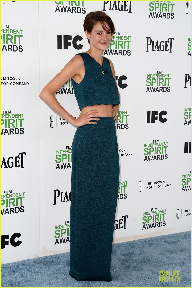 shailene woodley hangs loose with her midriff at independent spirit awards 073062886