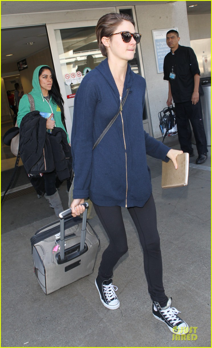 shailene woodley theo james lax airport with sunglasses 01