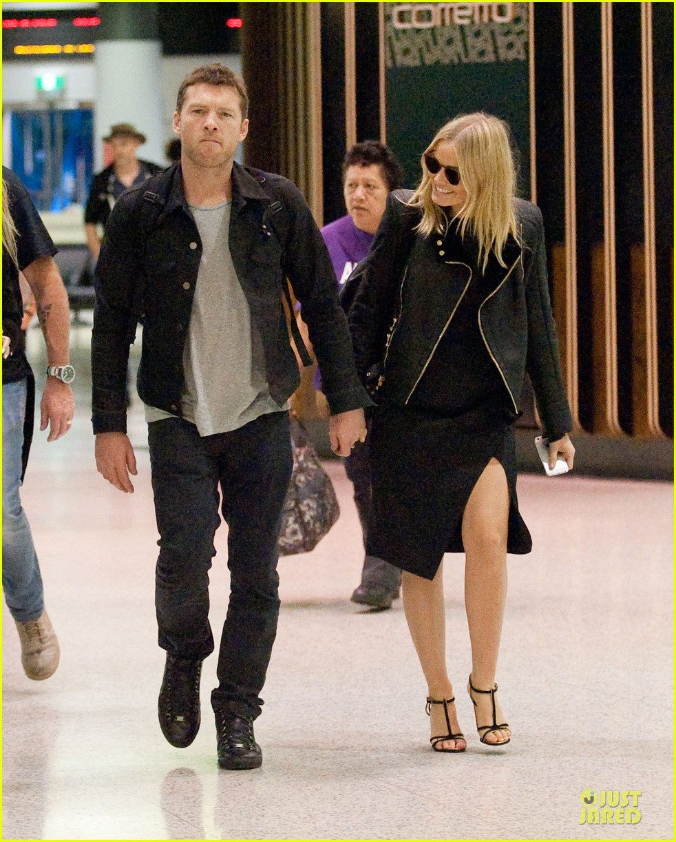 sam worthington lara bingle sydney airport departure 02