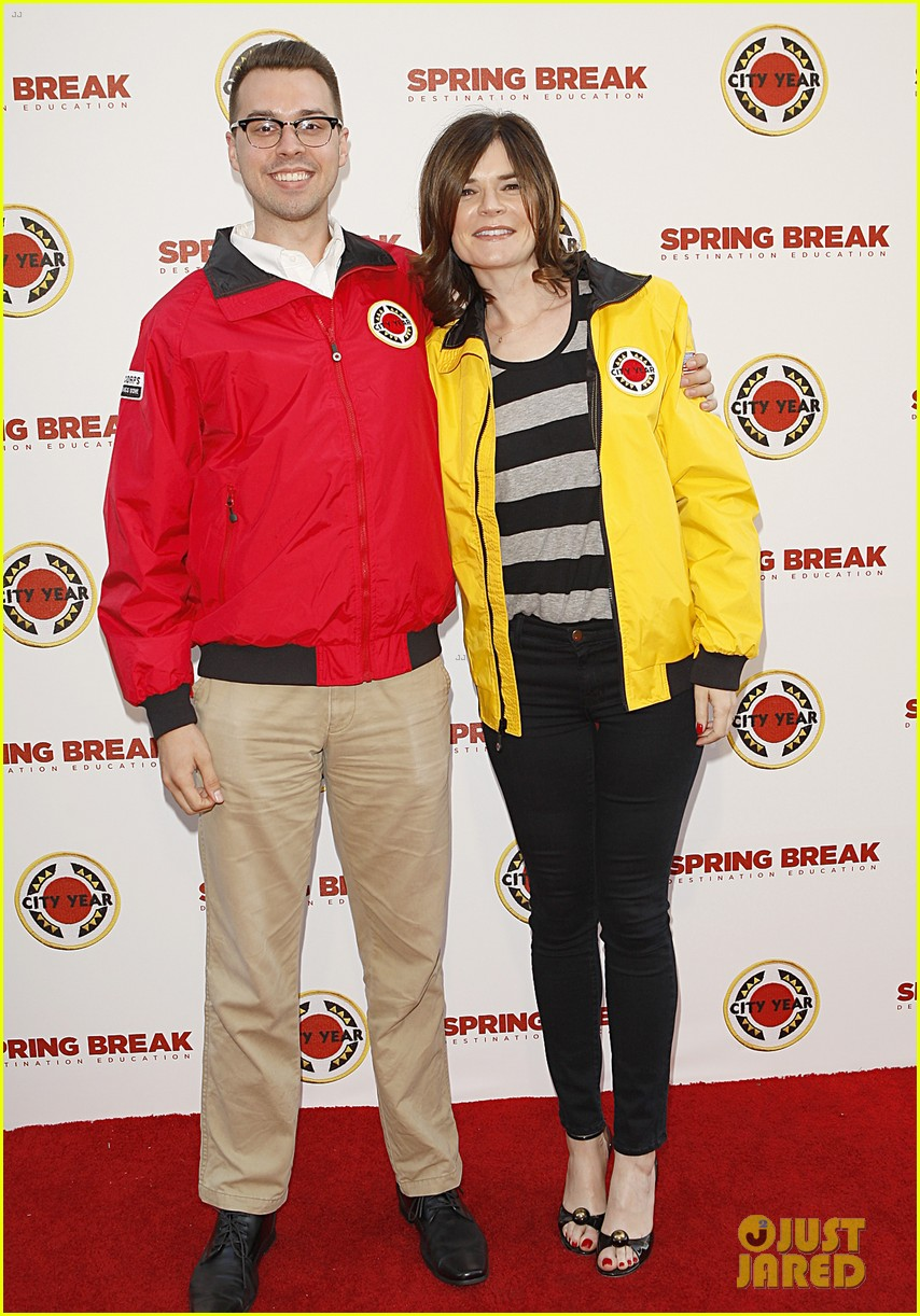 aaron paul betsy brandt reunite city year los angeles 08