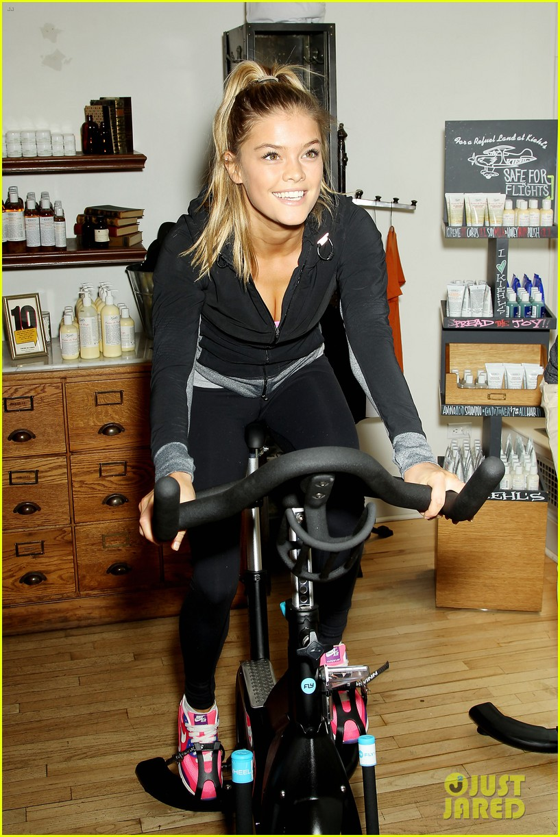 entourage jeremy piven nina agdal reunite for cycling fun 123094329