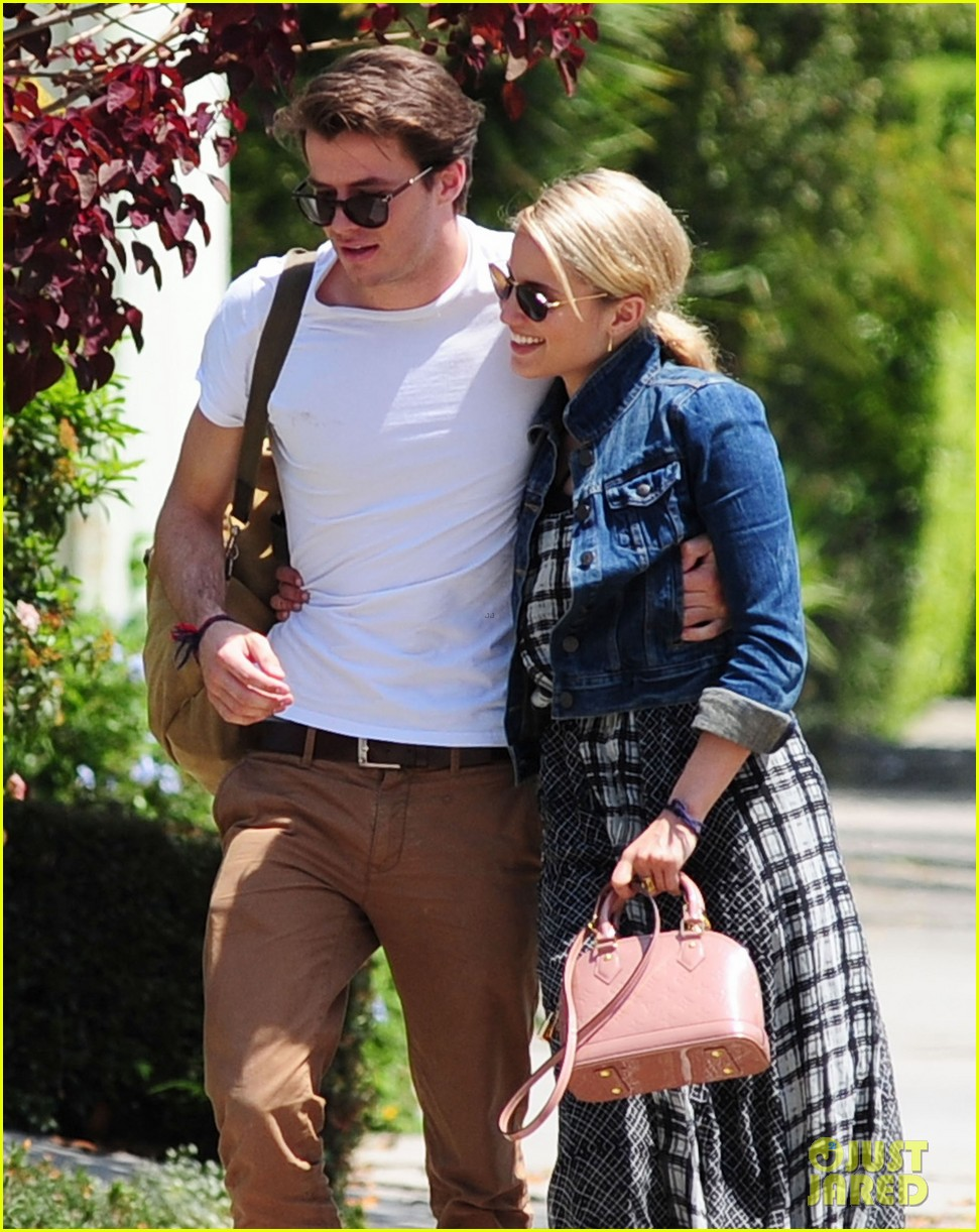 dianna agron gets cozy with thomas cocquerel at lunch 02