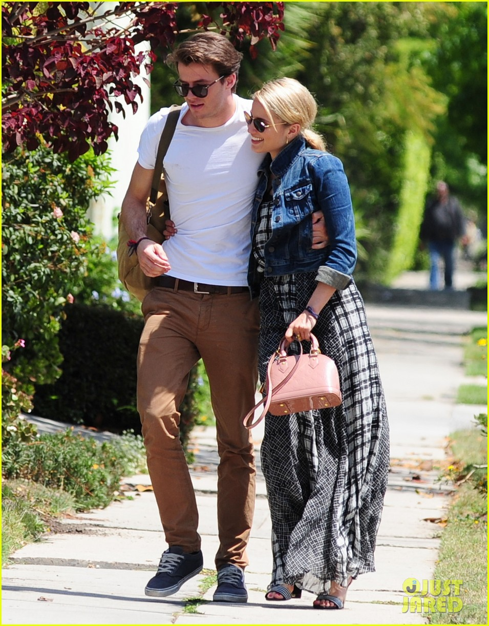 dianna agron gets cozy with thomas cocquerel at lunch 06