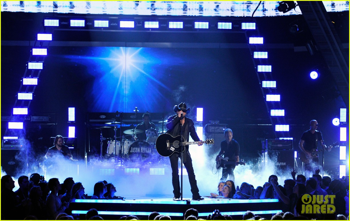 jason aldean performs acm awards 2014 male vocalist of the year 02