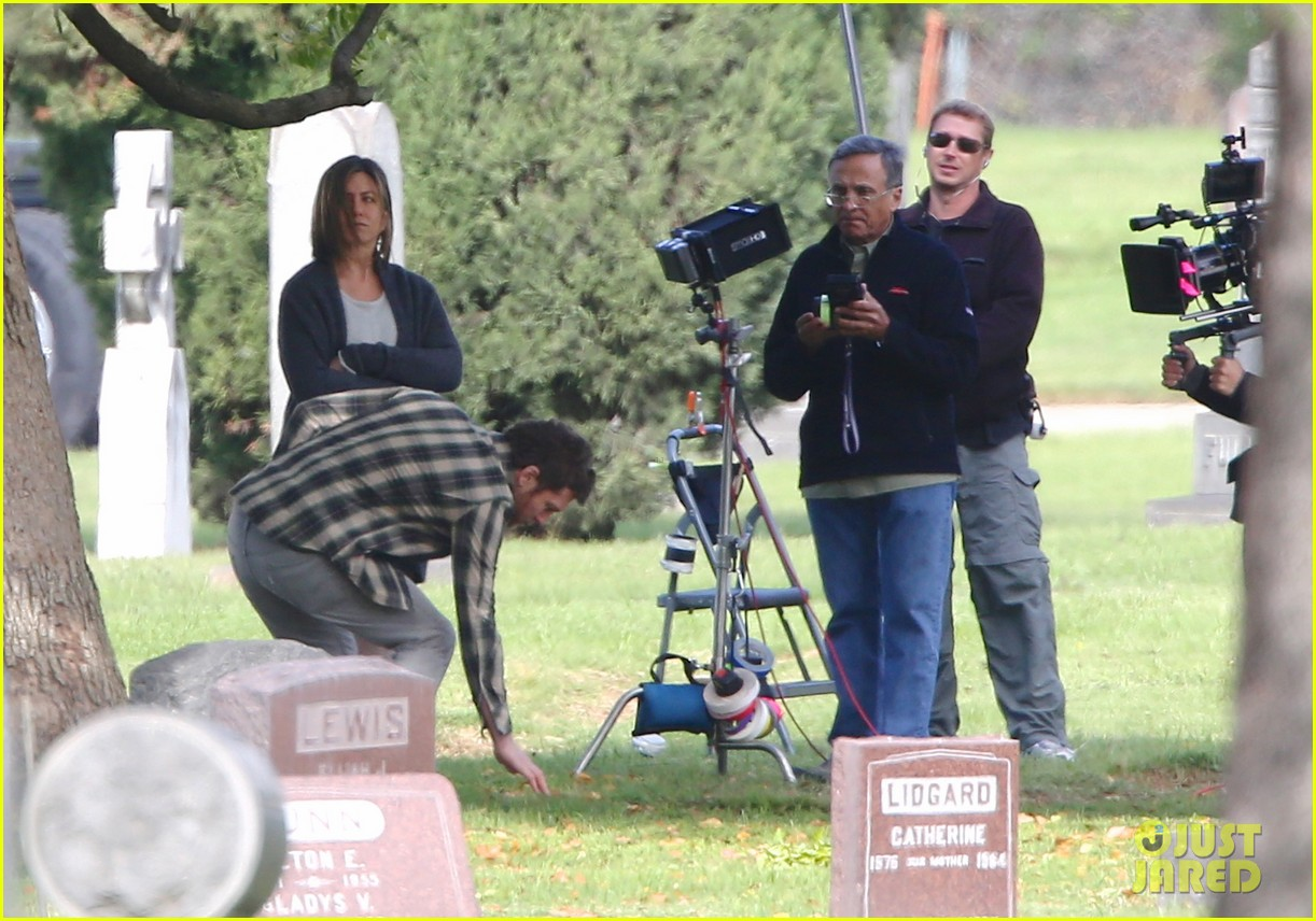 jennifer aniston begins filming cake in a grave yard 09