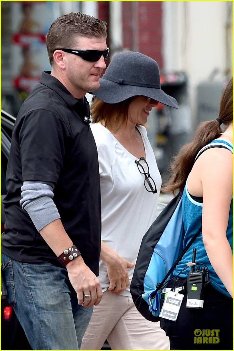 jennifer aniston hides face under a hat 103096918