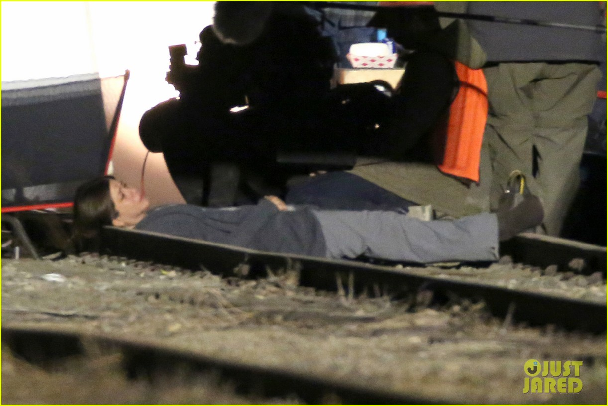 jennifer aniston anna kendrick get emotional lying on train tracks for cake 12