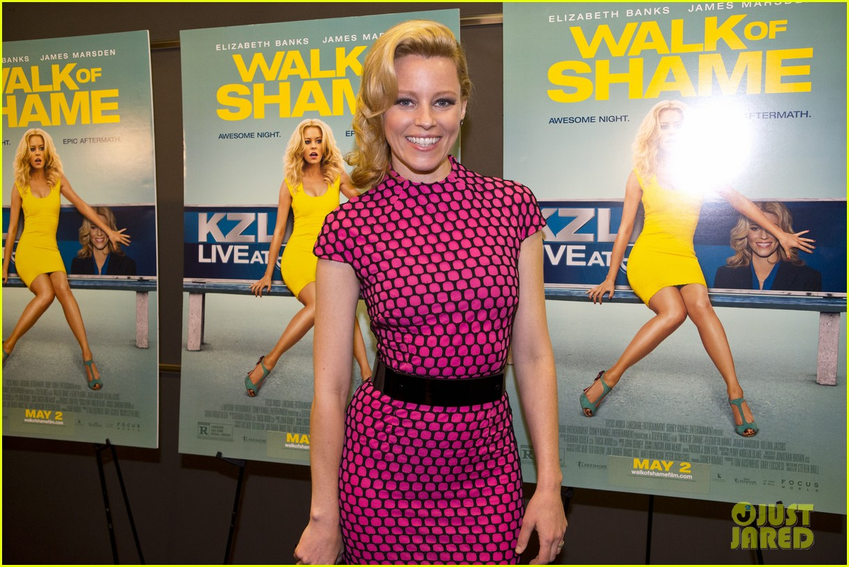 elizabeth banks attends screening for walk of shame watch the trailer now 10