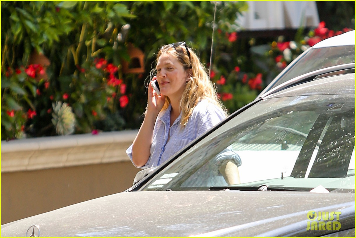 pregnant drew barrymore pop any day now 073090953