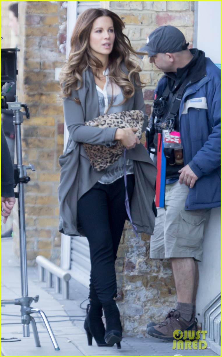 kate beckinsale films absolutely anything with a really nice car 13