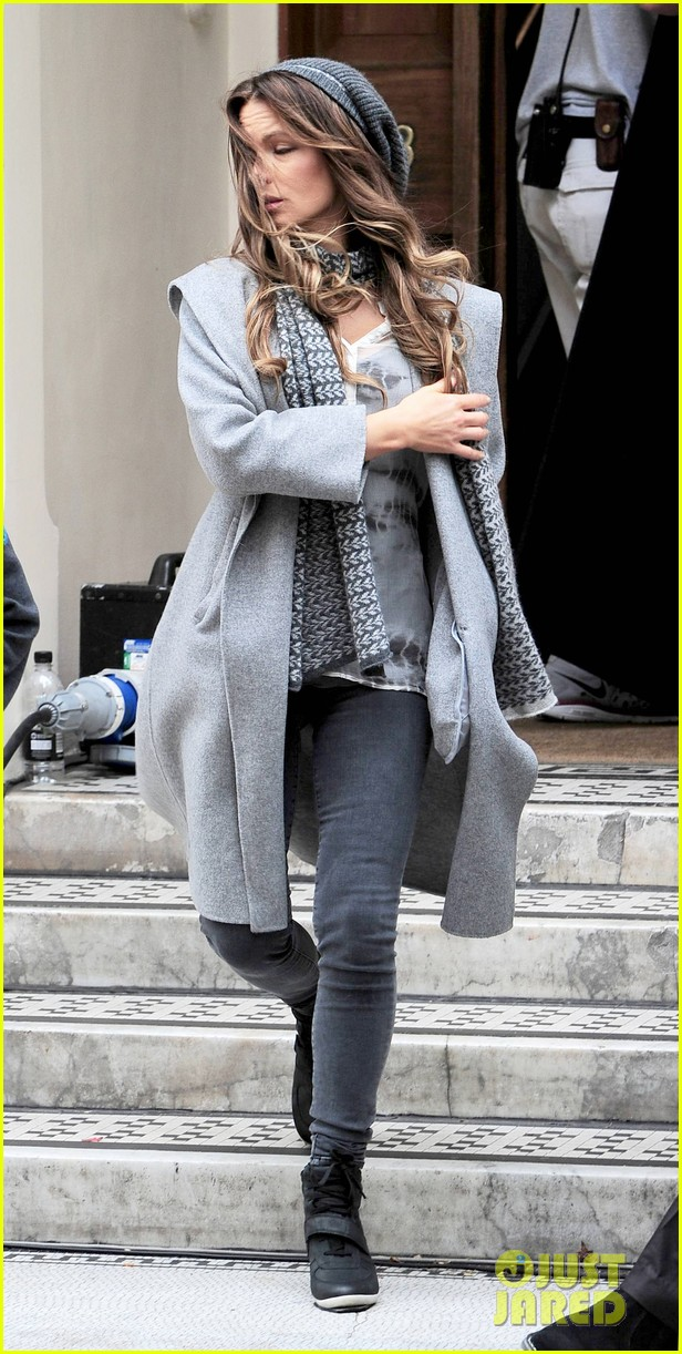 kate beckinsale gets the giggles on absolutely anything set 04a