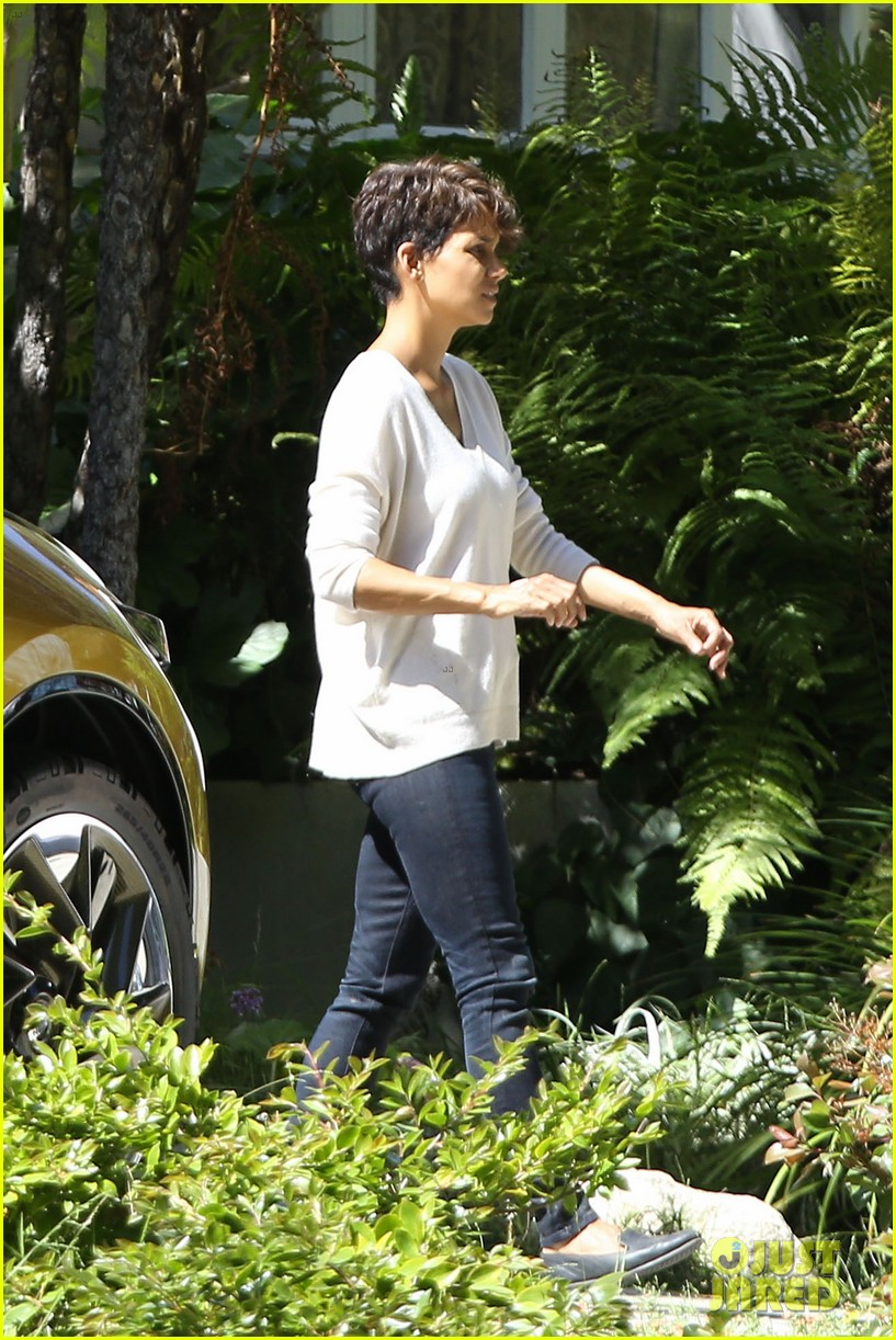 halle berry extant gains greys anatomy star 13