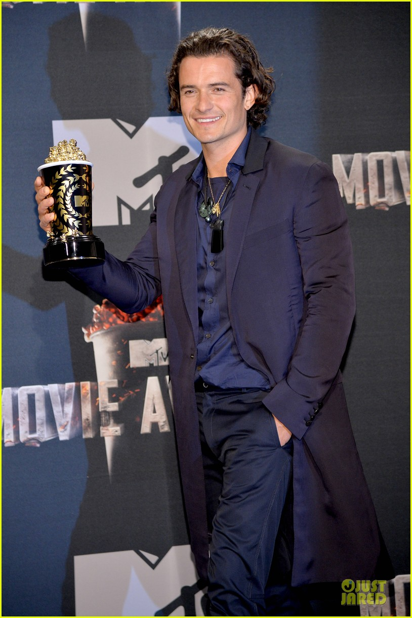 orlando bloom wins at mtv movie awards 2014 06