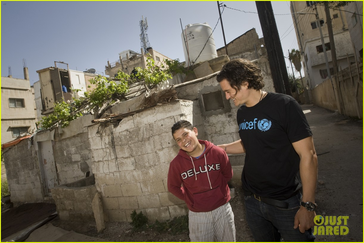 orlando bloom visits syrian refugees in jordan 05
