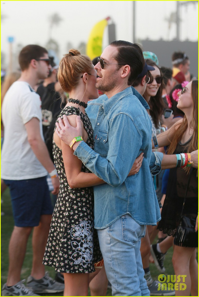 kate bosworth michael polish display pda at coachella 043090225