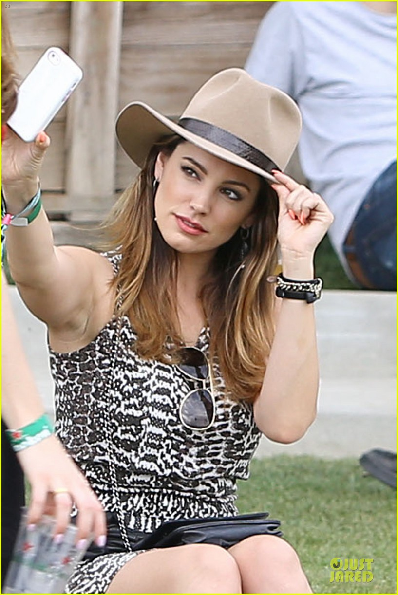 kelly brook takes selfie at coachella 02