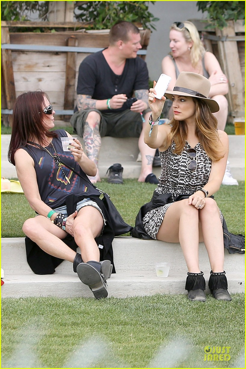kelly brook takes selfie at coachella 10