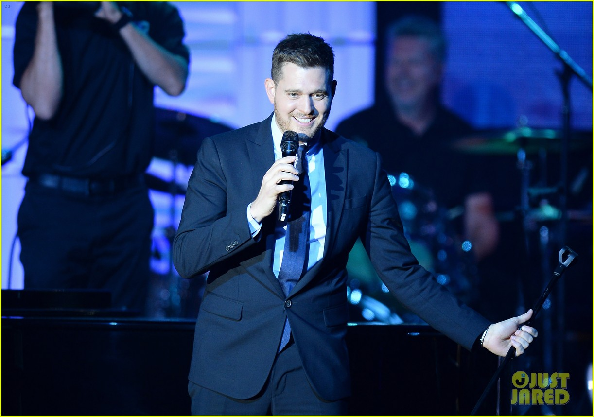 michael buble receives muhammad ali humanitarian award 143090895