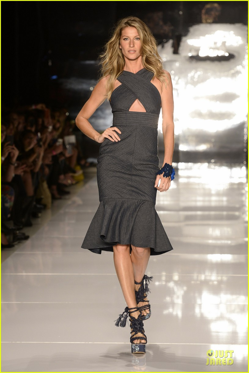 gisele bundchen cheered by tom brady at colcci fashion show 013083652