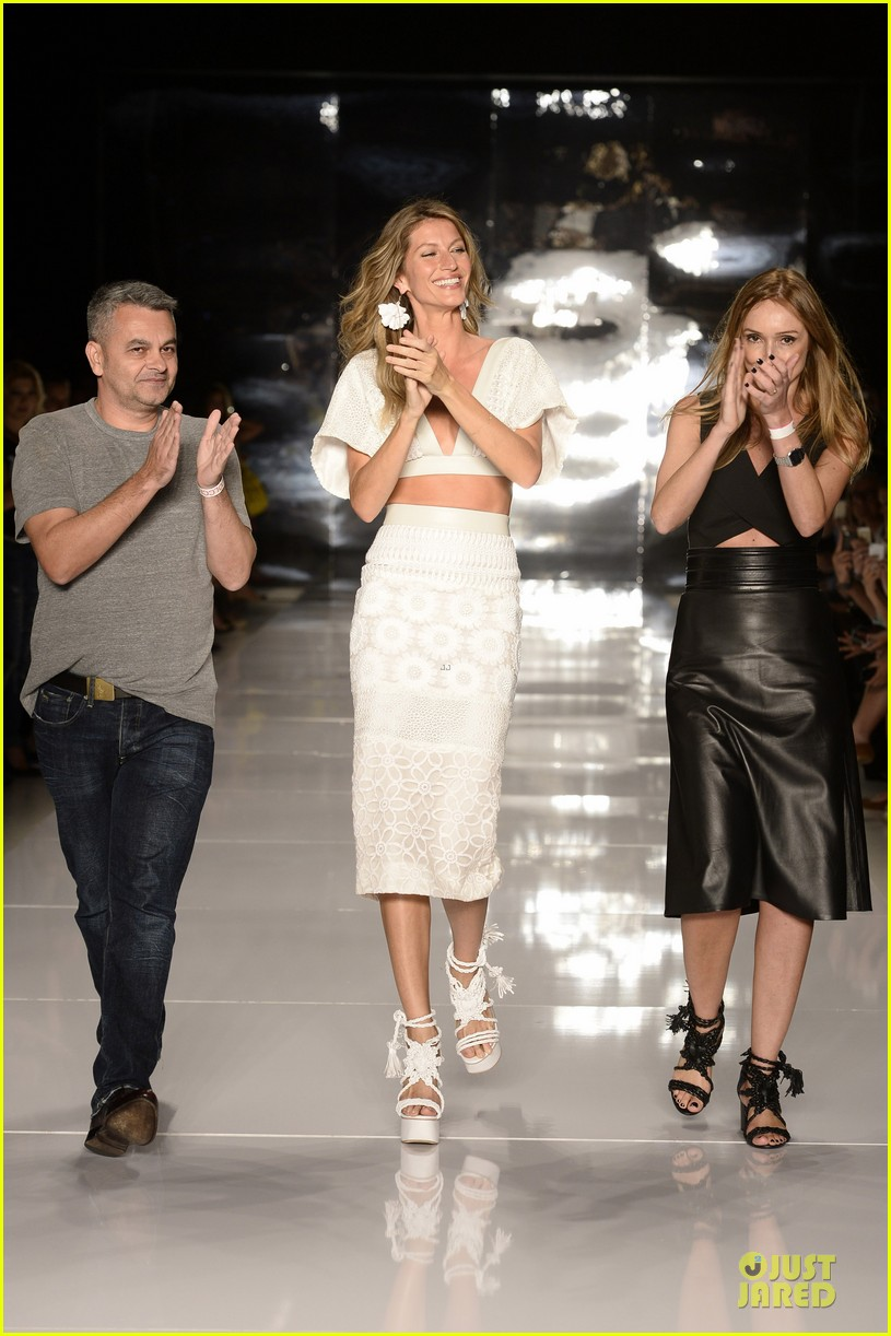 gisele bundchen cheered by tom brady at colcci fashion show 10