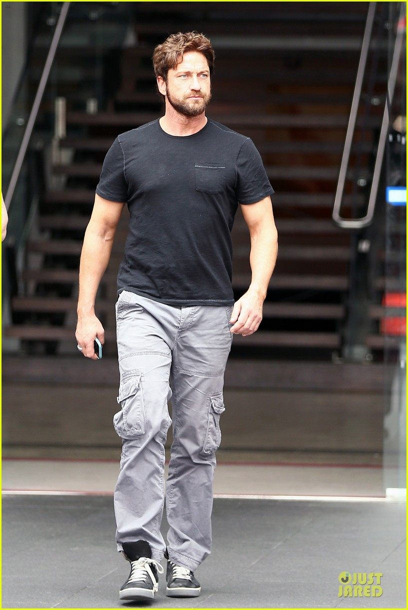 gerard butler oozes sex appeal with tight tee 08