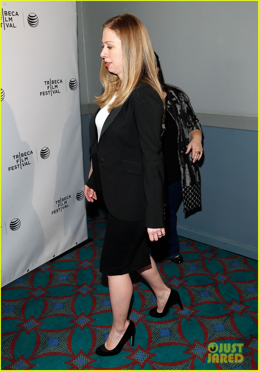 pregnant chelsea clinton hits red carpet 193094115