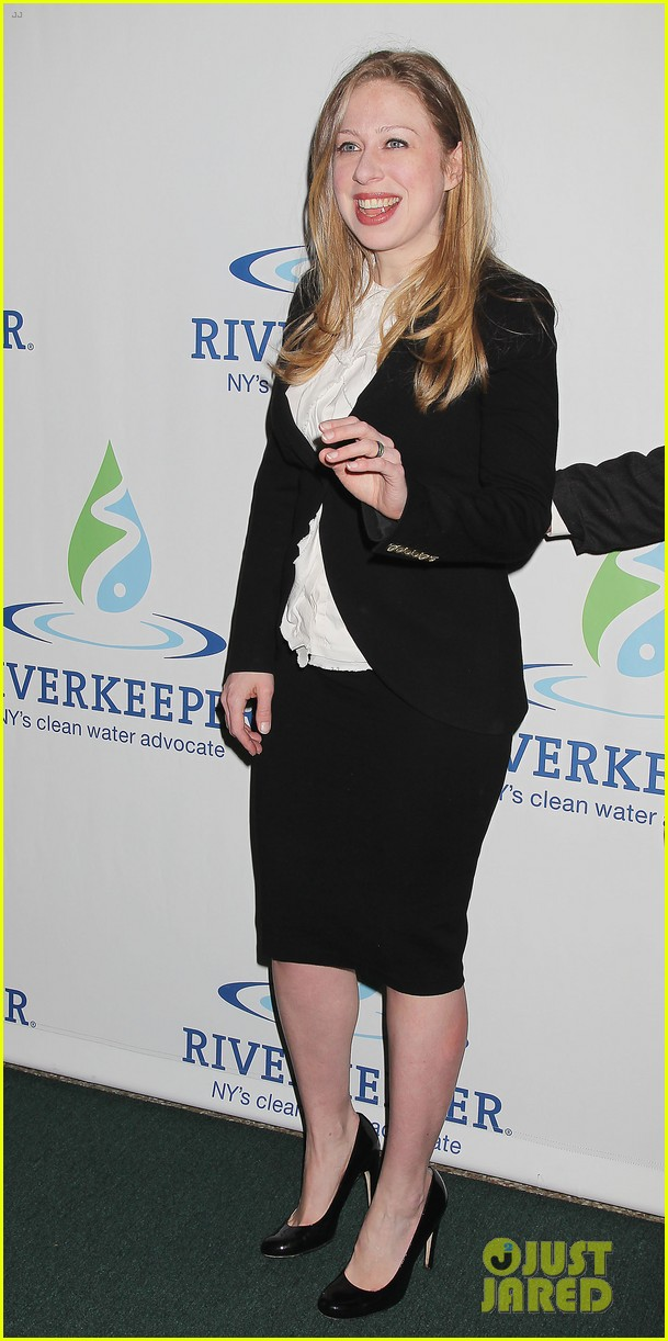 pregnant chelsea clinton makes appearance at riverkeeper event 03
