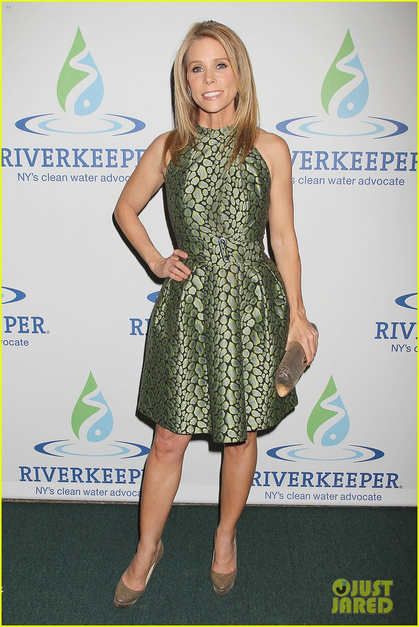 pregnant chelsea clinton makes appearance at riverkeeper event 08