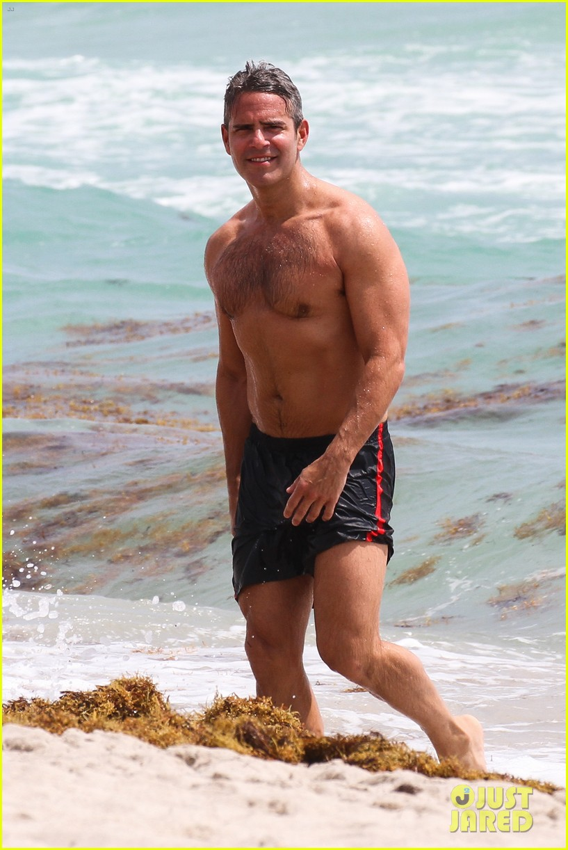 andy cohen shirtless uses tinder 13