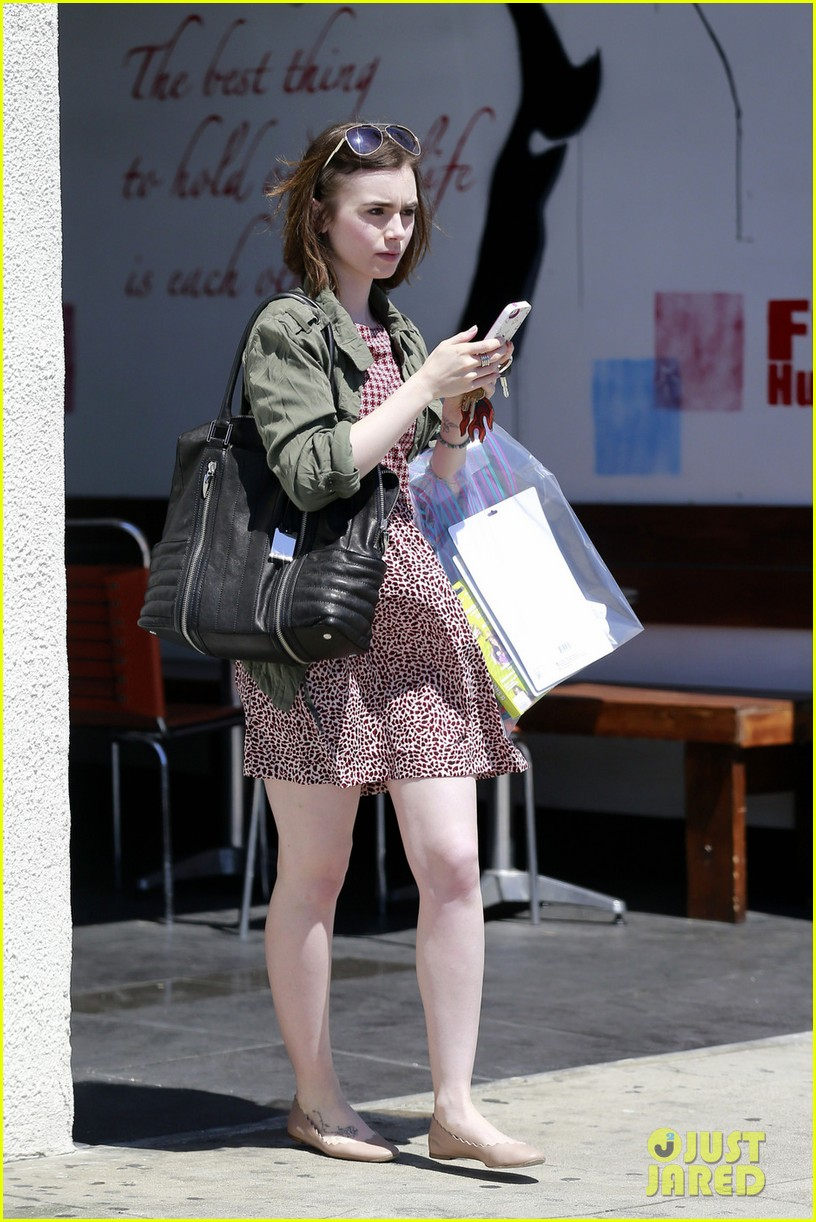 lily collins masters the chic spring look 043086234