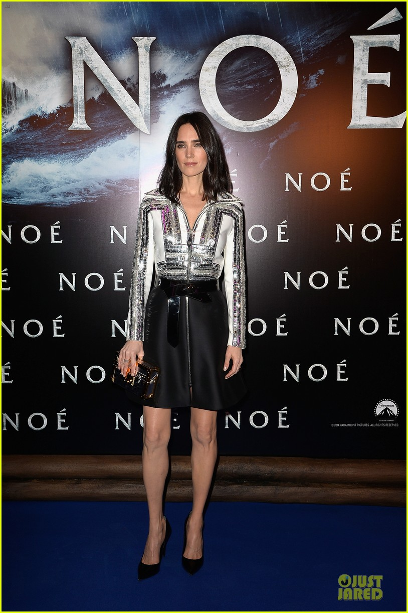 jennifer connelly stuns at noah paris premiere 01