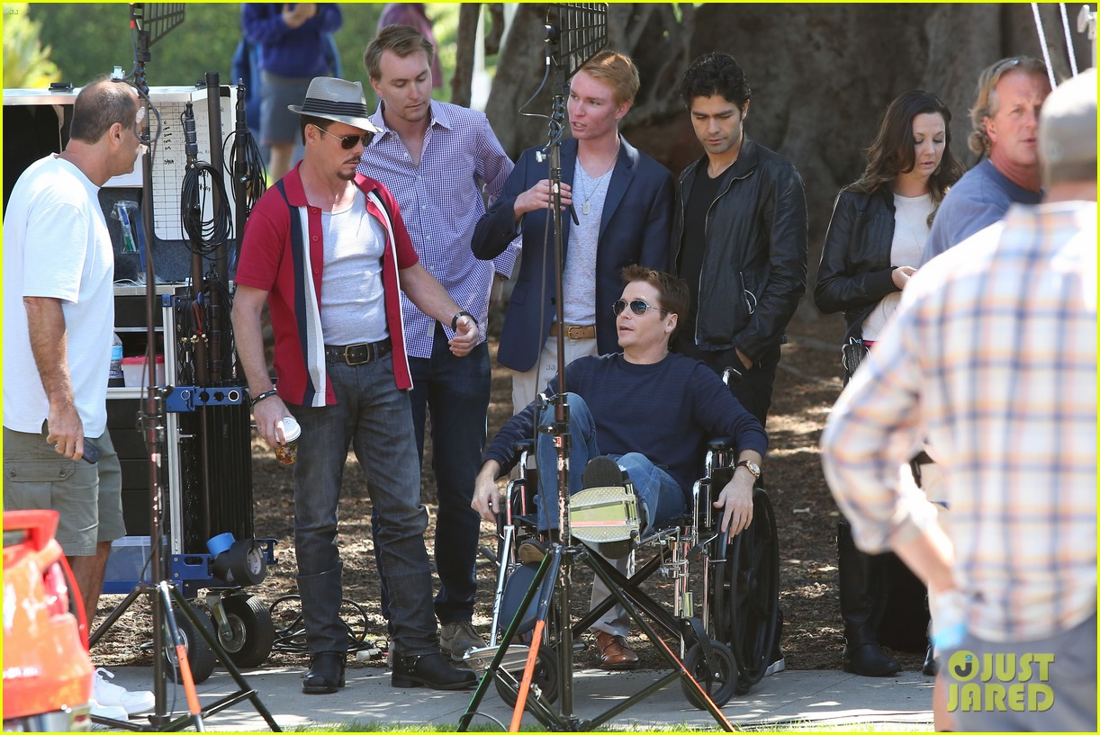 kevin connolly returns to entourage set after breaking his leg 043083809