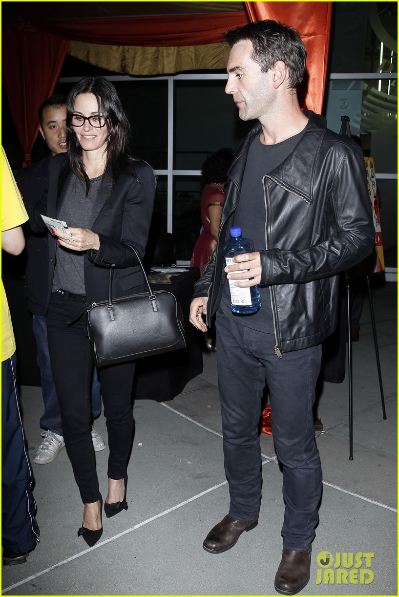 courteney cox boyfriend johnny mcdaid leads the way 093087740