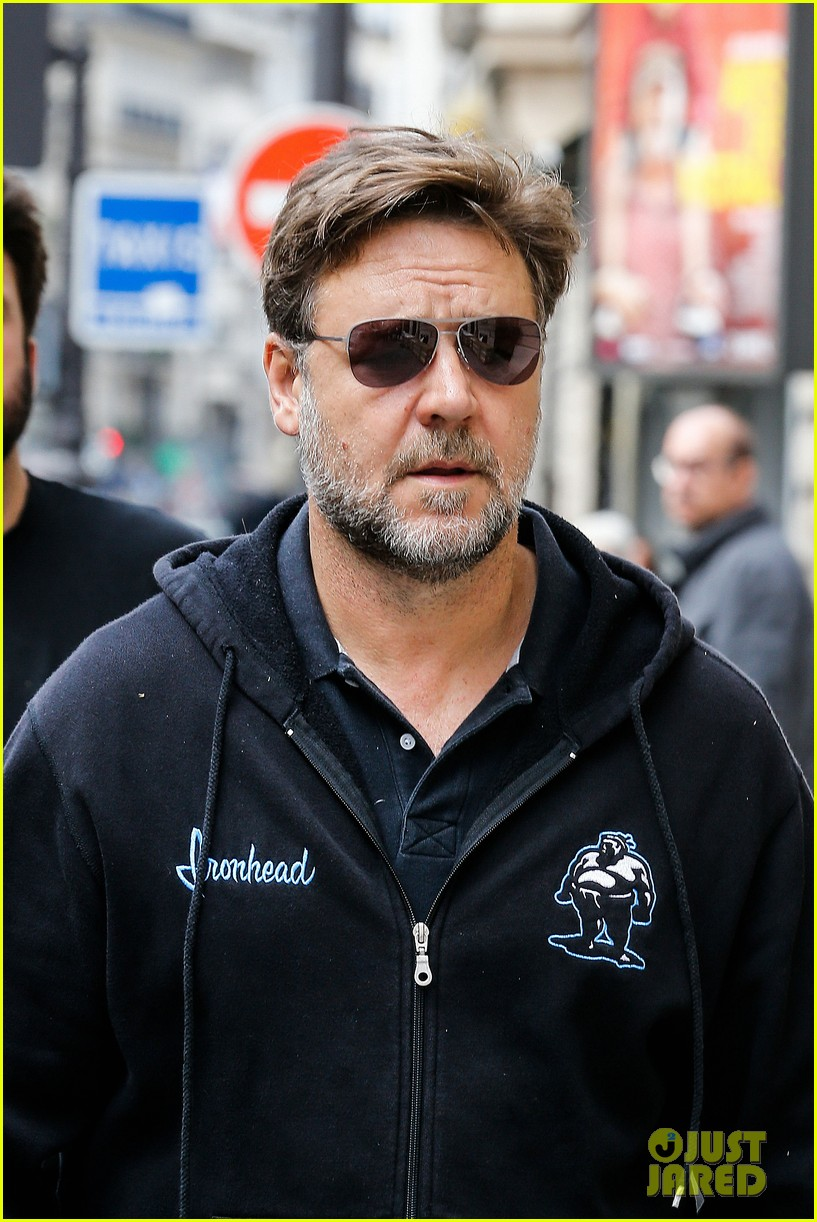 sad news russell crowe wont be reprising jor el role for batman vs superman 043083888
