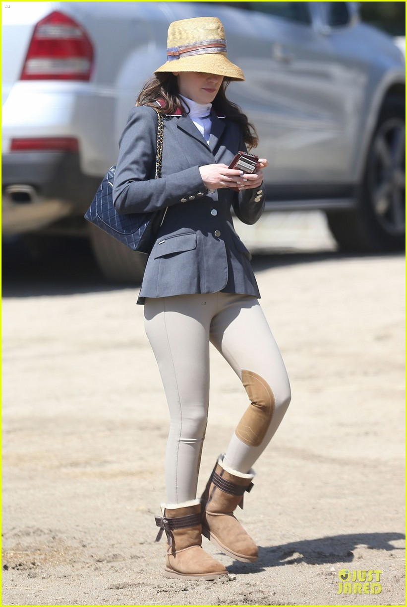 kaley cuoco zooey deschanel cant stop horseback riding 05