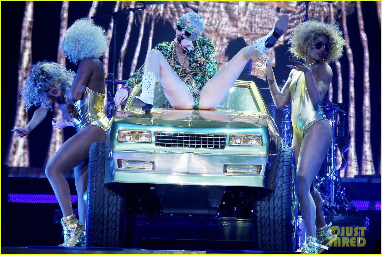 miley cyrus hits the stage despite being miserable 133084185