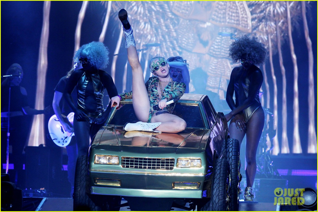 miley cyrus hits the stage despite being miserable 20