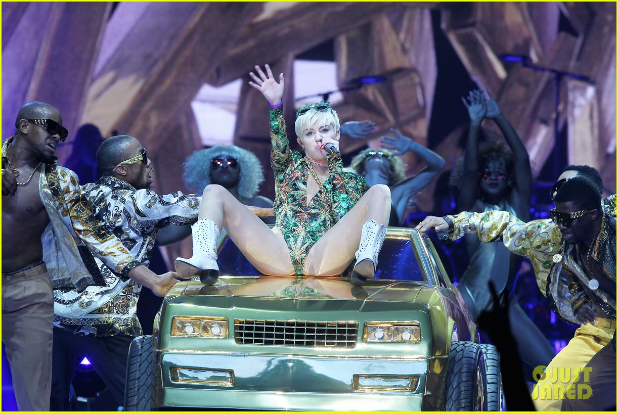 miley cyrus hits the stage despite being miserable 353084207