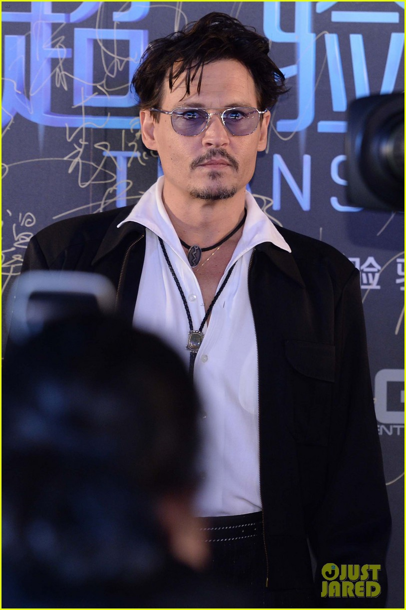 johnny depp hits the transcendence premiere 10