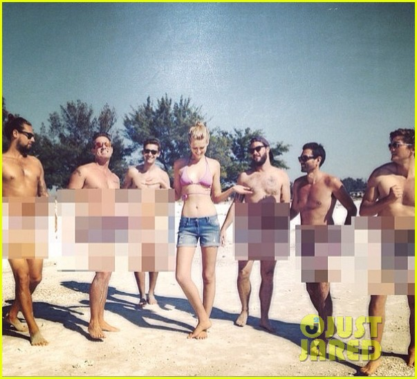 leonardo dicaprios girlfriend toni garrn surrounded by naked men 04