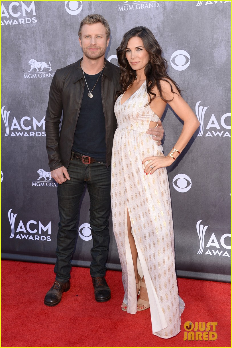 dierks bentley acm awards 2014 red carpet with wife cassidy 02