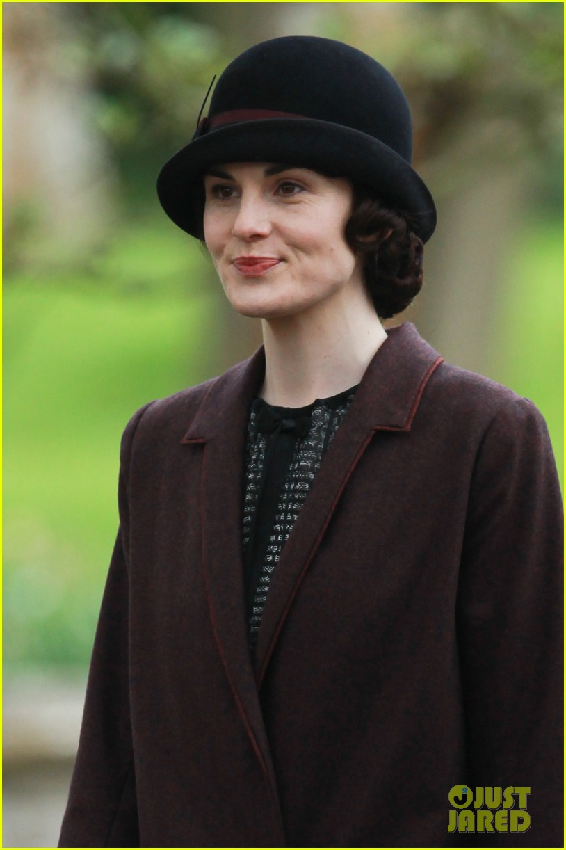 these downton abbey season five set pics are getting us really excited 02