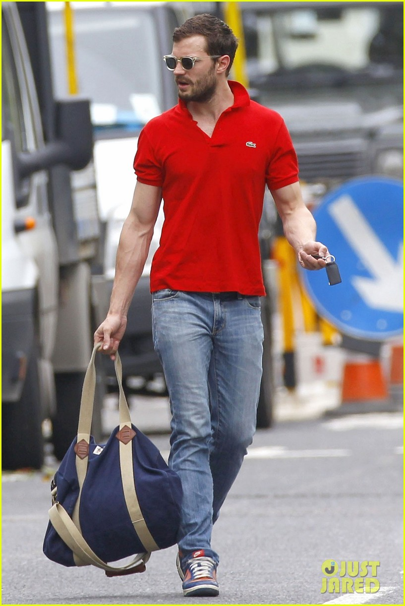jamie dornan treats his wife to lunch in london 11