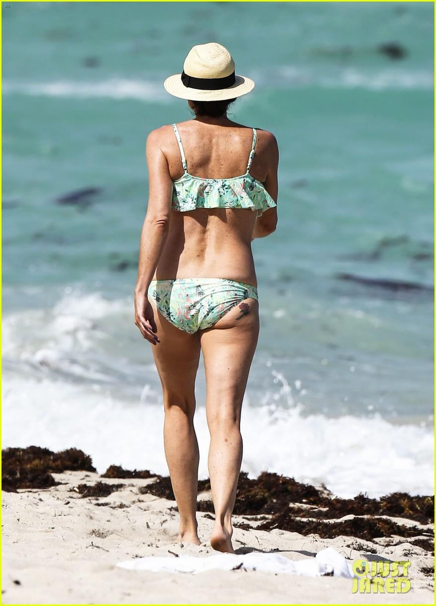 minnie driver bares bikini body 05