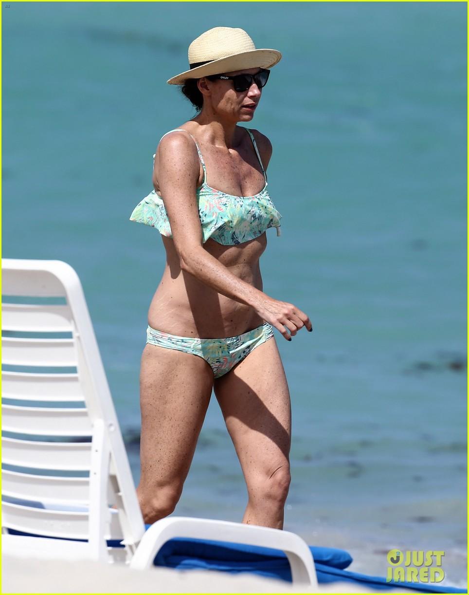 minnie driver bares bikini body 06